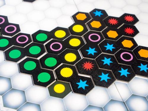 Genial on yksinkertaisen tyylikkään näköinen peli. Kuva: Mikko Saari