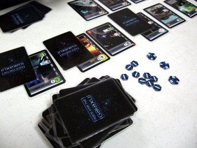 Korttimuoveja käytössä Race for the Galaxyä suojaamassa. Kuva: Chris Norwood / BGG