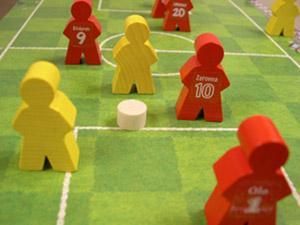 Keltainen joukkue hyökkää tarmolla. Kuva: John Carlton