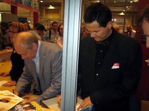 Klaus Teuber ja Reiner Knizia kirjoittamassa nimmareita peleihin.