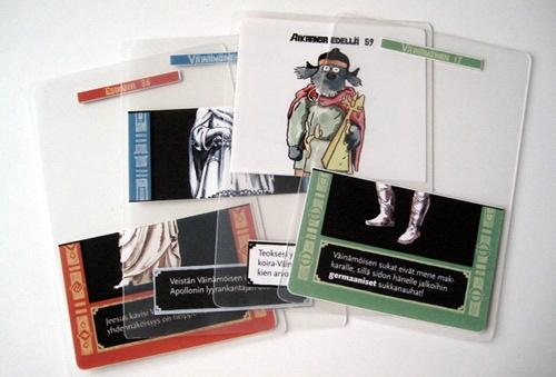 Pelin läpinäkyviä kortteja. Joukkoon on livahtanut Mauri Kunnaksen koira-Väinämöinen tekemään kiusaa...
