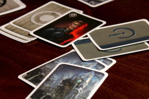 Resistancen kortteja. Kuva: Mikko Saari