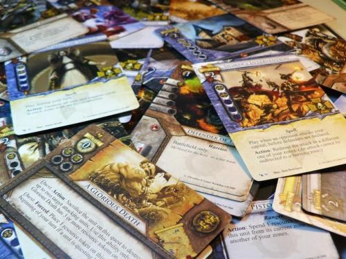 Warhammer: Invasionin kortteja. Kuva: Raiko Puust / BGG