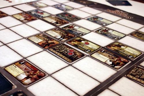 Summoner Wars -nelinpeli käynnissä. Kuva: Colby Dauch / BGG