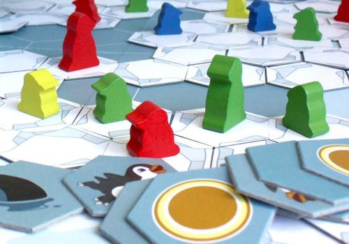 Pingviinejä ja jäälaattoja. Kuva: Esa Ryömä