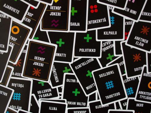 Sanasodan kortteja. Kuva: Mikko Saari