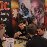 Magic: The Gathering -lautapeliä testissä.