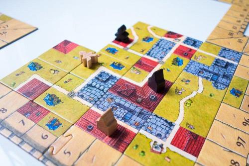 Carcassonne: The Castlen laattoja.