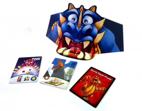 Sinisen pelaajan näkösuoja ja kortit. Kuva: Sampsa Ritvanen