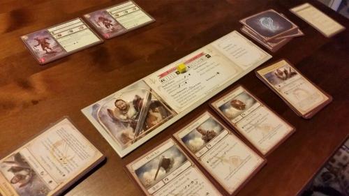 Sankari ja tämän kortteja. Kuva: Tero Oksala