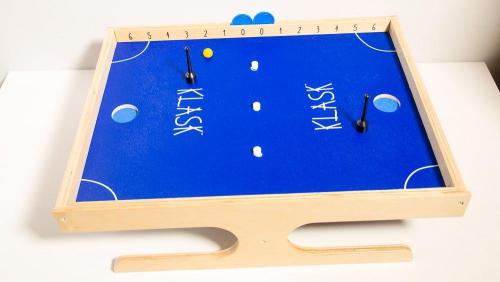 Klask-peli valmiina pelattavaksi. Kuva: Mikko Saari