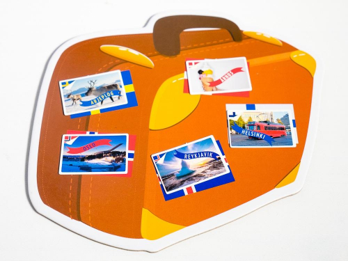 Postikortteja matkalaukussa. Kuva: Mikko Saari