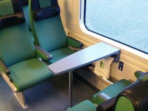 VR:n IC-junan kapea suippo pöytä