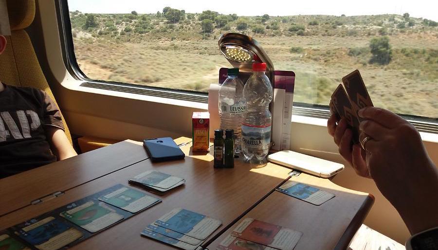 Dale of Merchantsia junan pöydällä