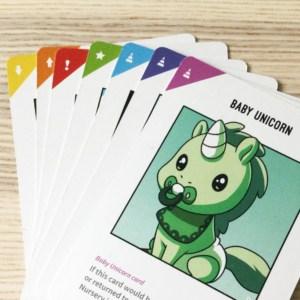 Korttien kulmien seitsemän eri väriä.