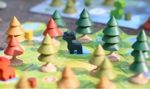 Forests of Pangaian pelilautaa ja puita