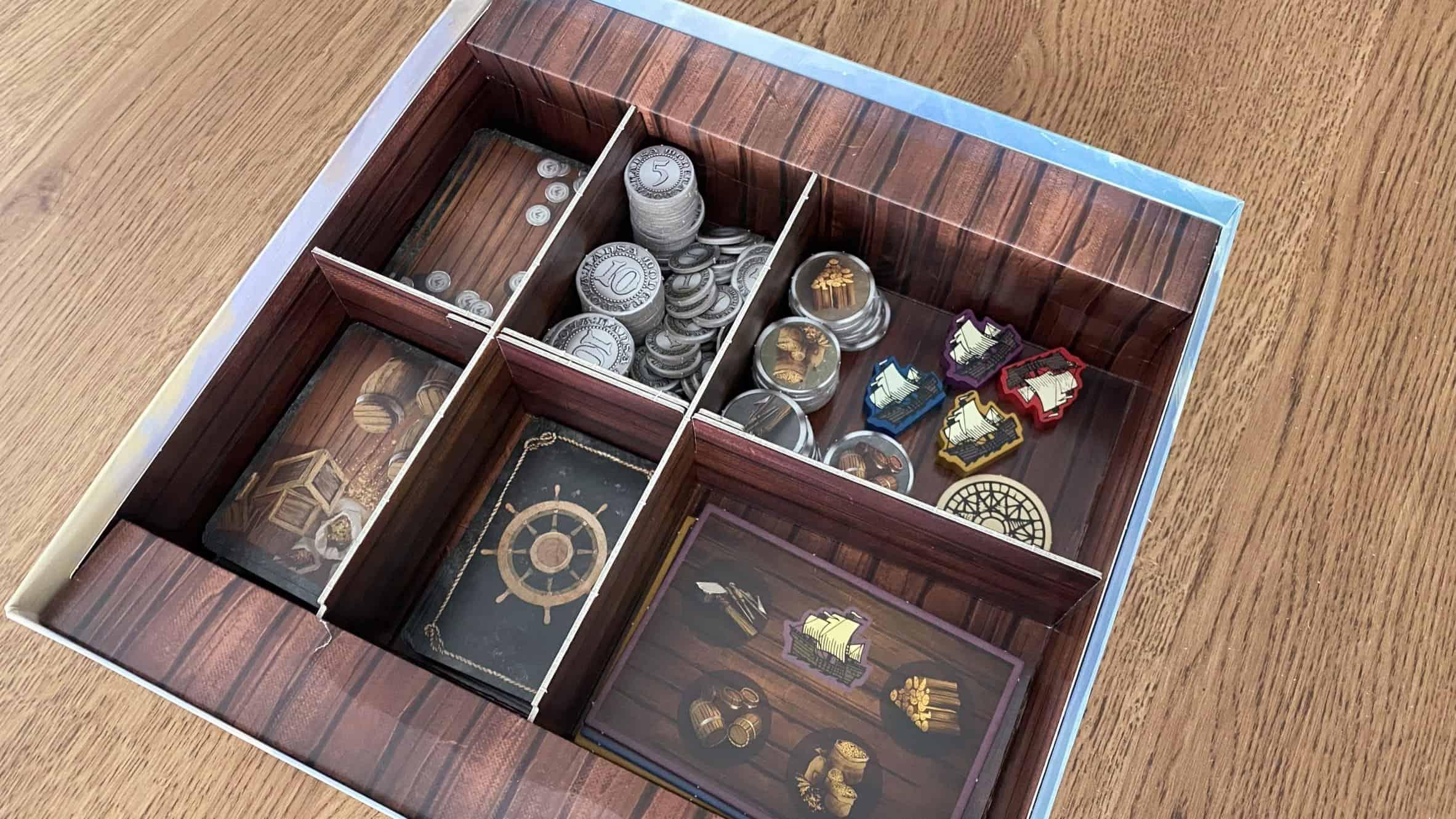 Seas of Hansan laatikon lokerikko täynnä komponentteja