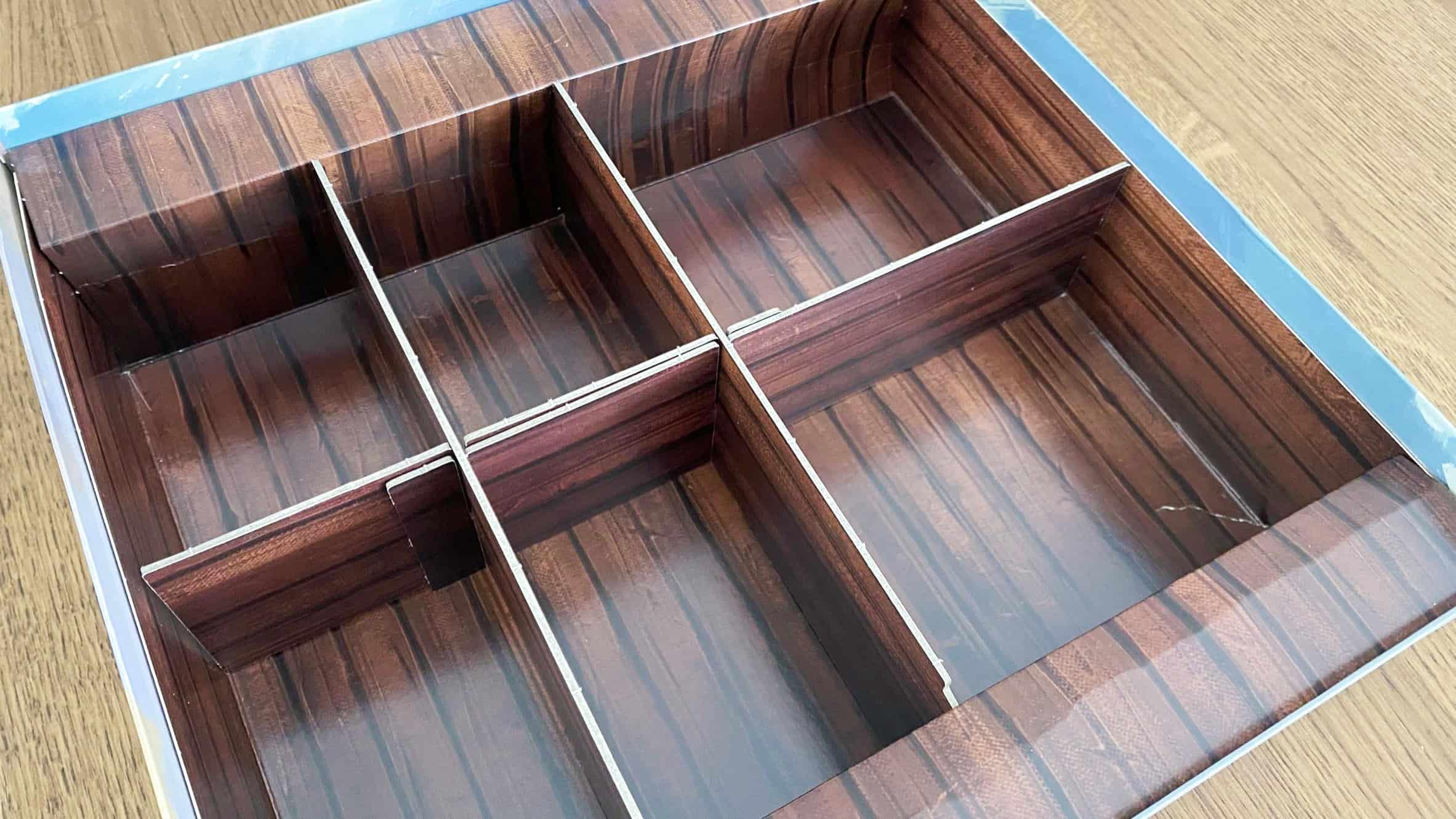 Seas of Hansan laatikon lokerikko tyhjänä