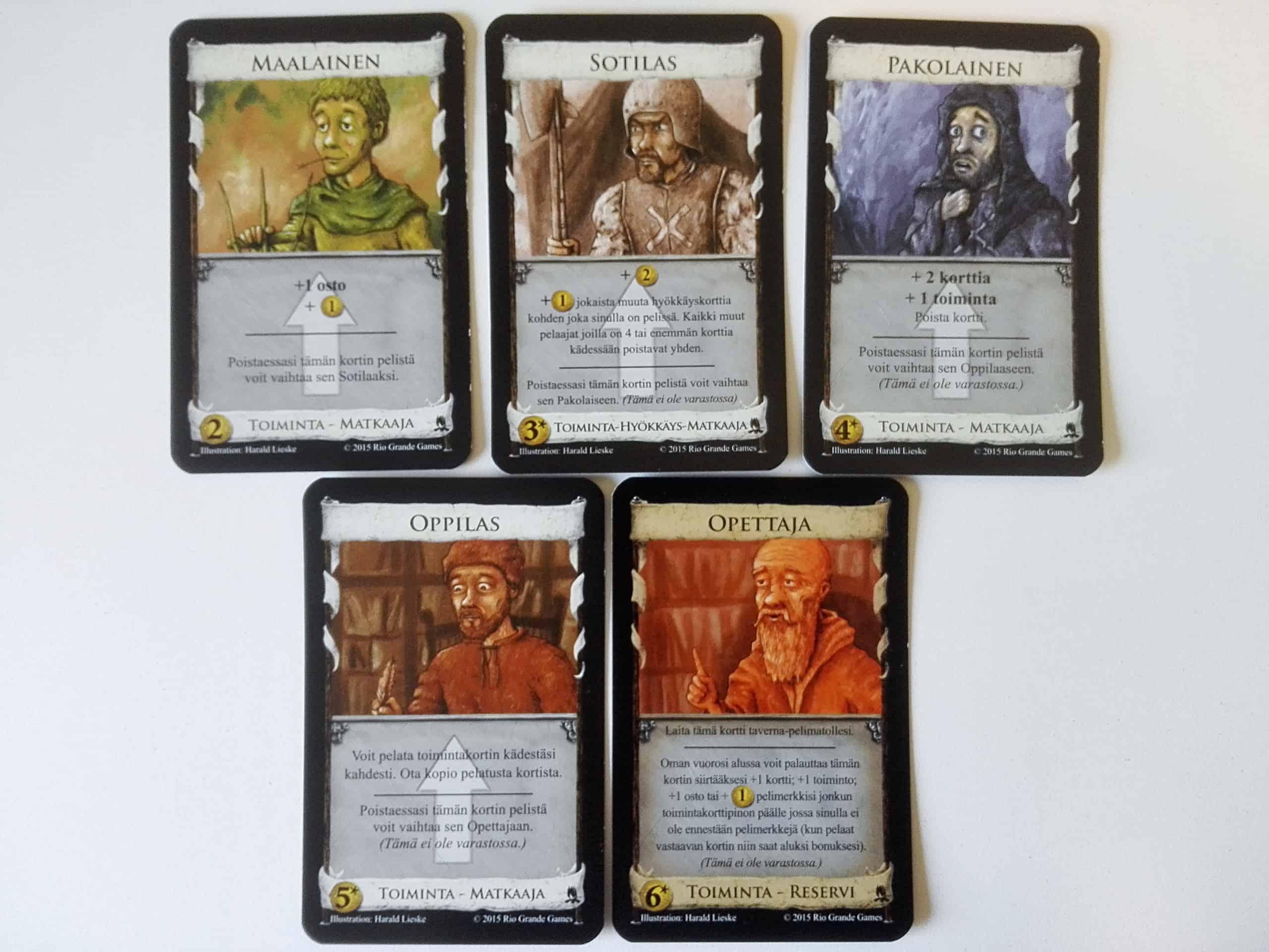 Matkaaja-korttien kehitysvaiheet maalaisesta sotilaan, pakolaisen ja oppilaan kautta opettajaksi.