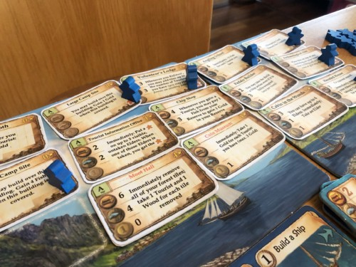 Tony Boydellin Nusfjord-lisäosan kortteja esillä