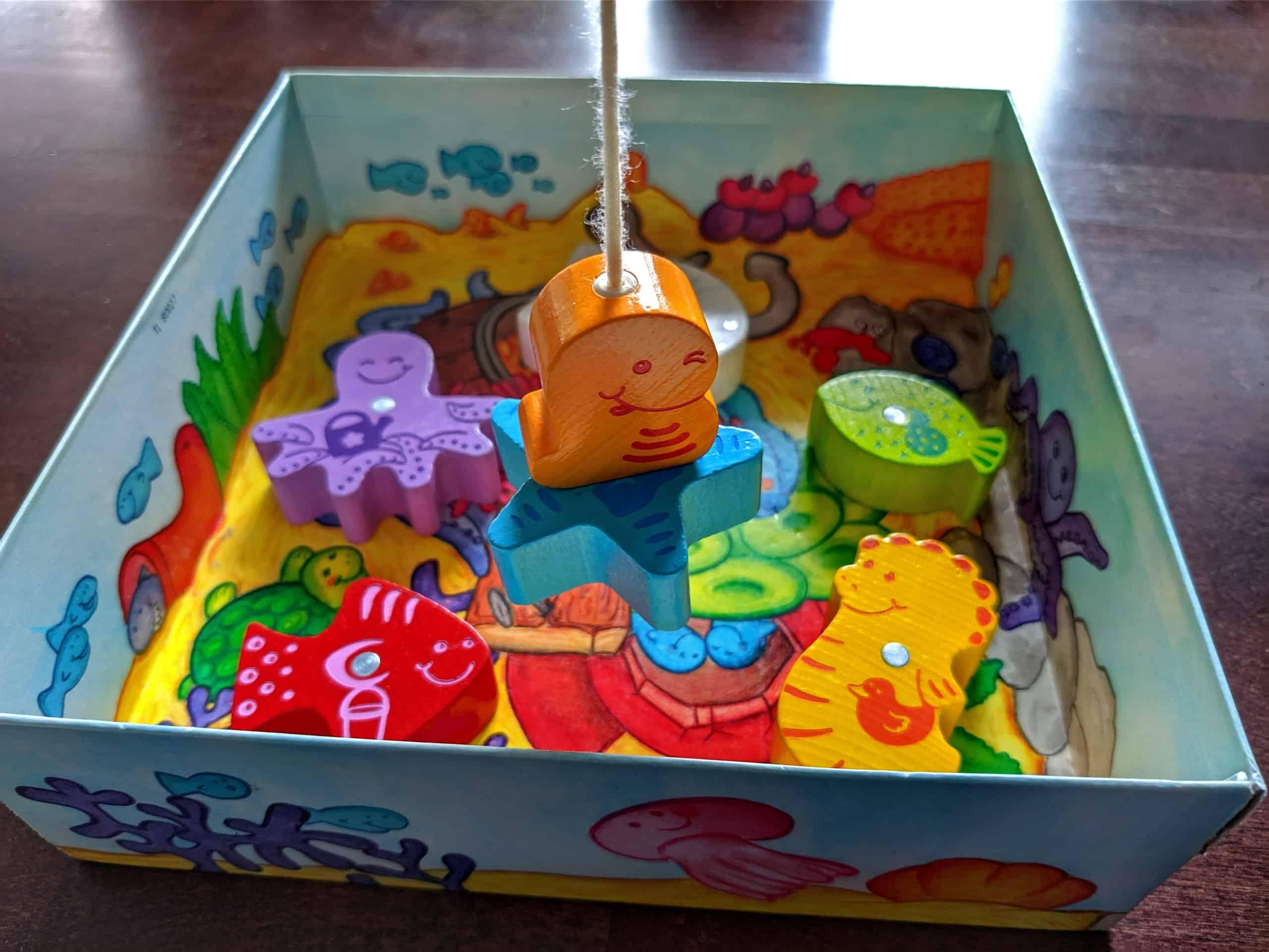 Kalastus-pelin kalansaalista laatikosta.